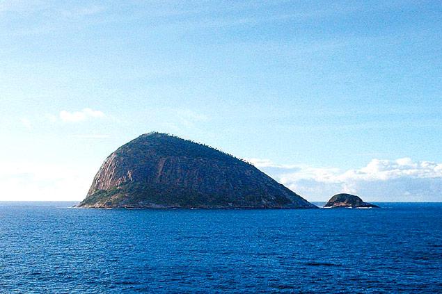 A ilha Redonda, que, juntamente com o arquipélago das Cagarras, é avistada na chegada dos transatlânticos ao Rio.  Silvio Cioffi/Folhapress