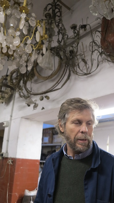 O bronzista Marco Riccardi