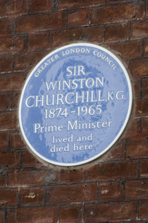 Placa azul registra local relacionado ao líder britânico Winston Churchill